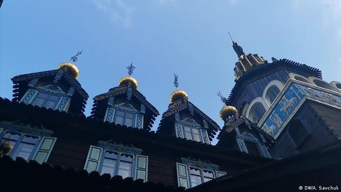 На крыше дворца установлен облегченный макет Царь-колокола