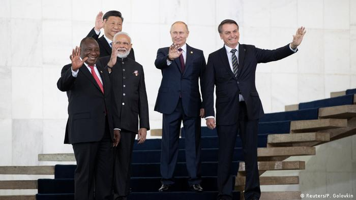 Líderes do Brics acenam