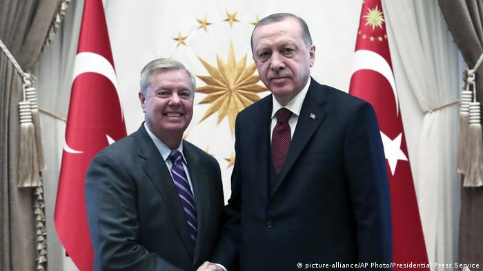 Türkei Treffen US Senator Lindsey Graham mit Präsident Erdogan (picture-alliance/AP Photo/Presidential Press Service)