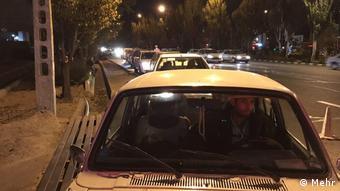 صفهای بیپایان خودروها بعد از افزایش قیمت بنزین در ایران