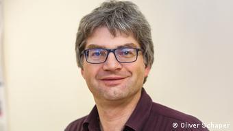 Ο καθηγητής Γιάν Χένγκστλερ εκτιμά ότι θα χρειαστούν πολλά χρόνια μέχρι η ιατρική να σταματήσει τα πειράματα στα ζώα