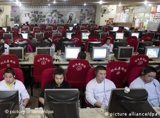 中国拥有约3亿4千万网民