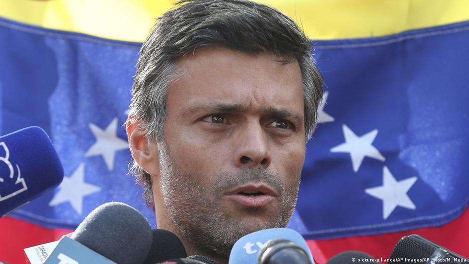 Oppositionspolitiker López aus Venezuela geflohen