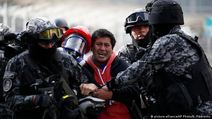 Zusammenstöße zwischen Anhängern des ehemaligen bolivianischen Präsidenten Evo Morales und den Sicherheitskräften in La Paz (picture-alliance/AP Photo/N. Pisarenko)