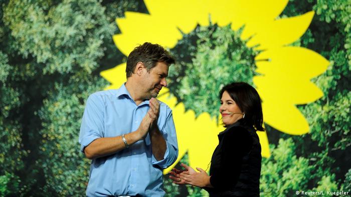 Imagen de archivo de la candidata a canciller de Los Verdes, Annalena Baerbock, y el también colíder ecologista Robert Habeck