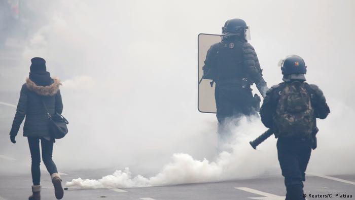 Riot police deploy tear gas in Paris (Reuters/C. Platiau)