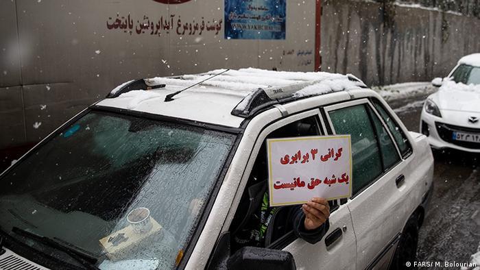 Iran | Autofahrer protestieren gehen Bernzinverteuerung