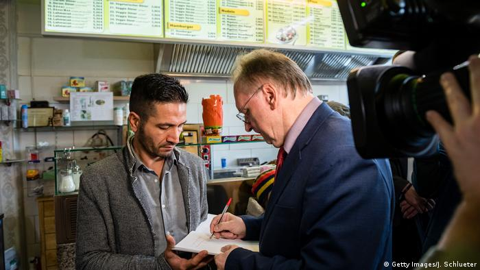 Reiner Haseloff meets Izzet Cagac at the re-opening of the kebab shop