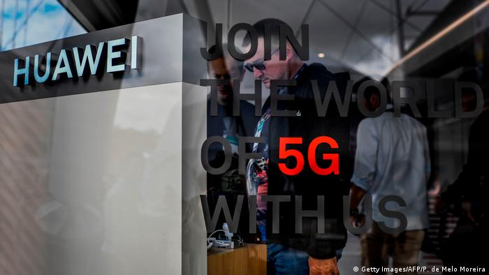 Huawei stand at Web Summit in Lisbon with the logo 5G illuminated (Getty Images/AFP/P. de Melo Moreira)