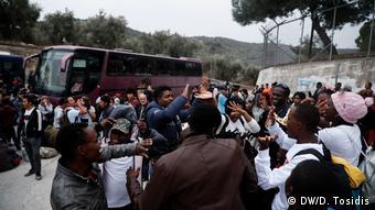 Στιγμιότυπα από τη μεταφορά αιτούντων άσυλο από τη Μόρια