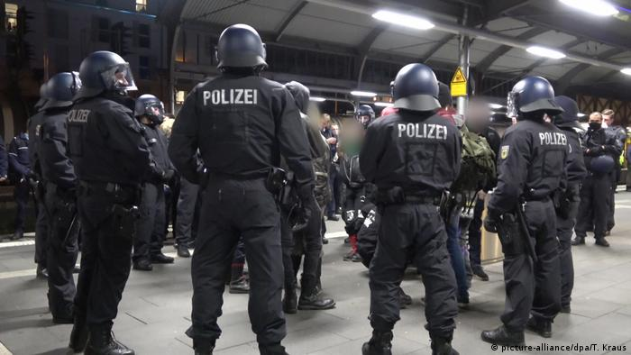 Police surround several people at Bonn's main train station