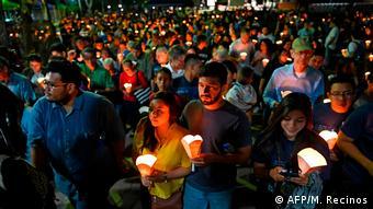 Foto de la procesión de farolitos dentro de la UCA.
