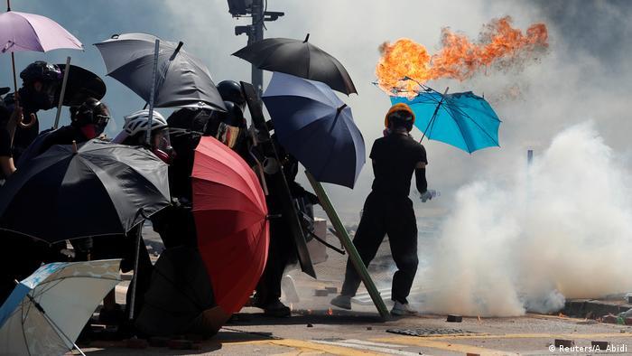 China HongKong l Anti-Regierungsproteste - Ausschreitungen