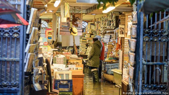 Підтоплений книжковий магазин у Венеції