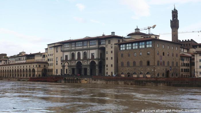 У Флоренції піднявся рівень води у річці Арно