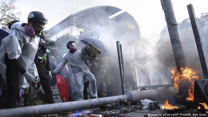 Зазвичай поліція застосовує проти мітингарів сльозогінний газ