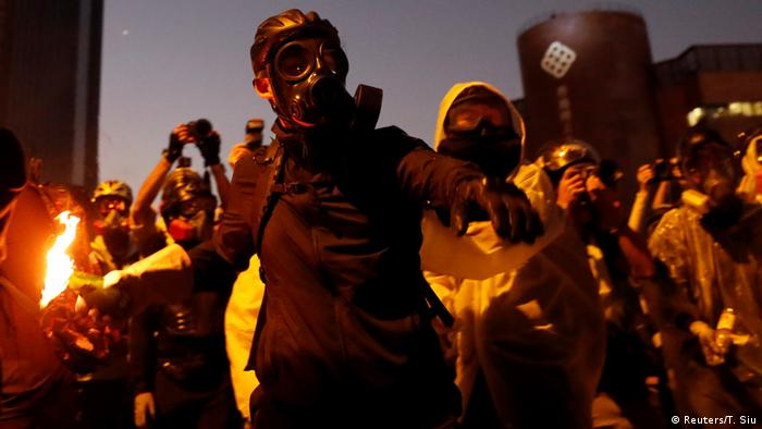 Сутички між протестувальниками та поліцією в Гонконгу тривають