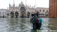 Italien Unwetter l Hochwasser in Venedig