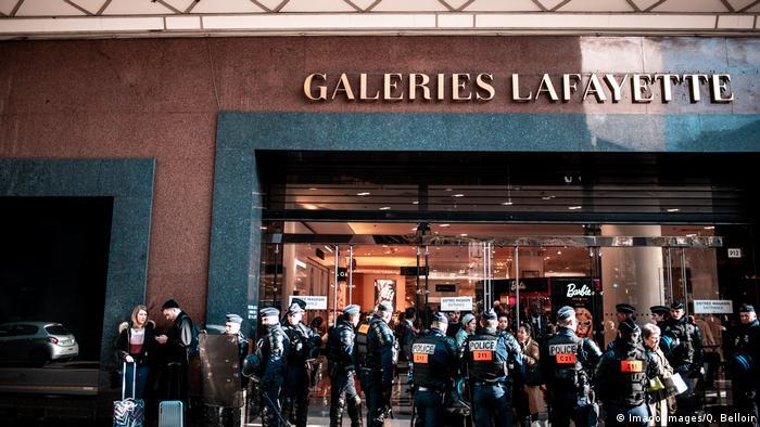 Frankreich Paris Gelbwesten in der Galerie Lafayette