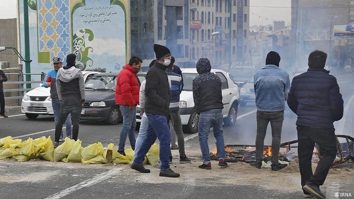 Iran l Proteste nach Benzinpreiserhöhung