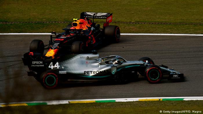 Formel 1 - Großer Preis von Brasilien   Unfall Lewis Hamilton und Alexander Albon