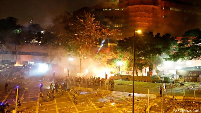 Police fire tear gas at Hong Kong Polytechnic University