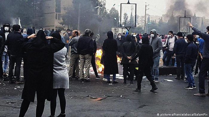 تصویری از حرکتهای اعتراضی علیه گرانی بنزین در شهر شیراز