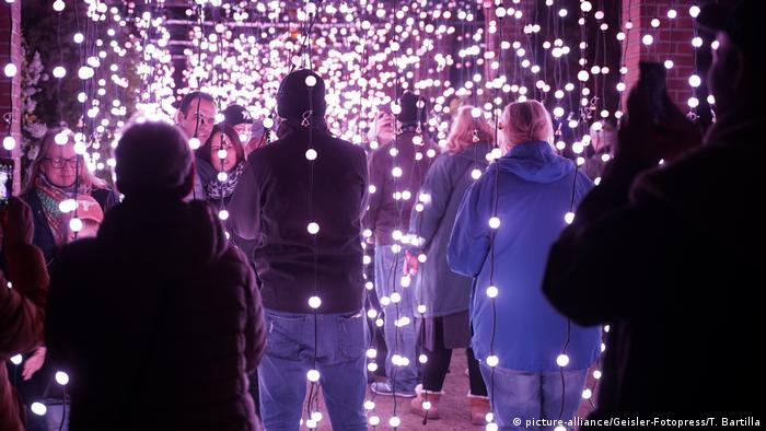 Germany Christmas Garden in Berlin, festive light installation (picture-alliance/Geisler-Fotopress/T. Bartilla)