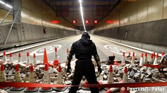 Cross Harbour Tunnel Blockade Hongkong (Reuters/T. Peter)