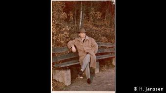 Ο Κουρτ Μάι ήταν ορκωτός λογιστής και αξιωματικός των SS