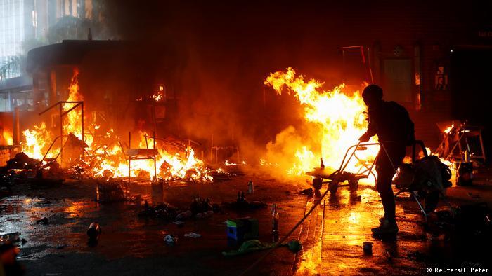Гонконг: поджог Полиехнического университета