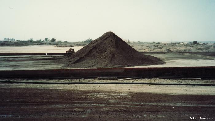 Residuos mineros suecos en la planta de Promel en Arica, Chile, 1985.
