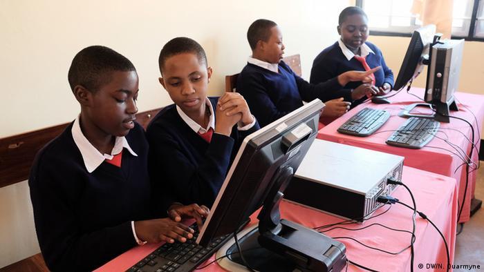 Tansania Kondora Mädchenschule (DW/N. Quarmyne)