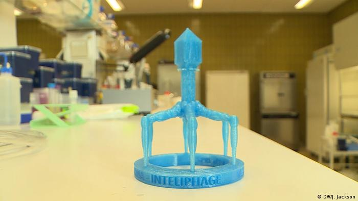Modelo de un bacteriófago en un hospital de Bruselas, Bélgica.