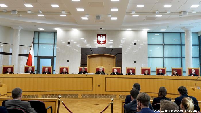 Poland pushes controversial court reforms despite EU ruling | News | DW | 19.11.2019