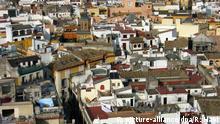 Blick von der Kathedrale von Sevilla (Provinz Andalusien) über die Dächer der Altstadt am 13.01.2007. Foto: Rolf Haid +++(c) dpa - Report+++ | Verwendung weltweit