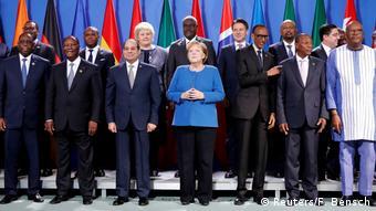 Angela Merkel entourée de dirigeants africains à Berlin