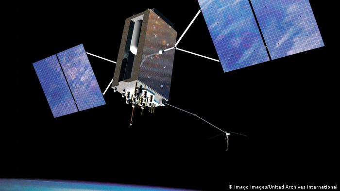 GPS-Satellit in der Erdumlaufbahn (Imago Images/United Archives International)
