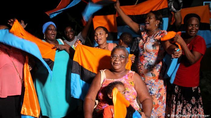 Los isleños desplazados celebran la decisión de la Corte de La Haya, que implicaría la devolución de las islas a Mauricio.