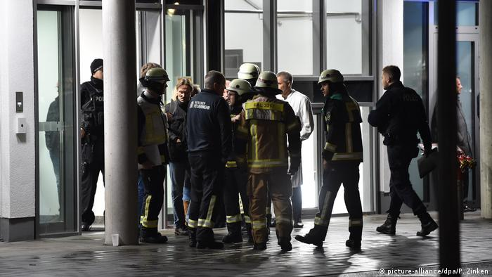 First responders outside the Berlin hospital where Fritz von Weizsäcker was stabbed to death