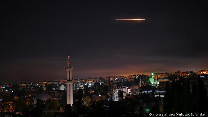 Syrien Abwehrraketen nach israelischen Luftangriffen auf Damaskus
