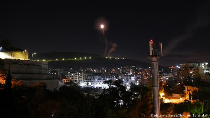 Defesa antiaérea síria responde a ataque próximo a Damasco