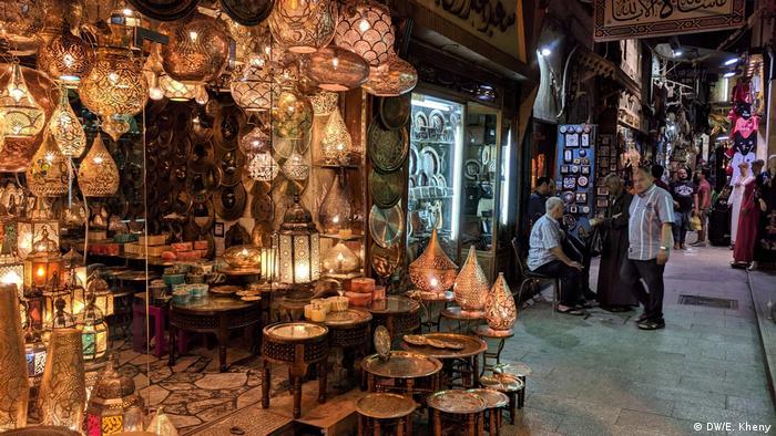 Khan Khalili ist ein historischer alter Souk in Alt-Kairo.