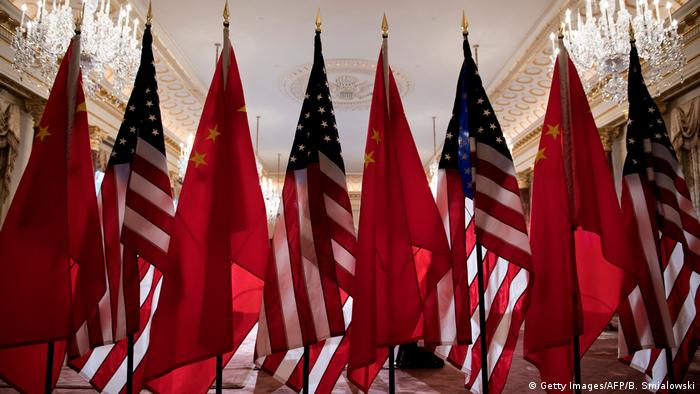 Flaggen USA China (Getty Images/AFP/B. Smialowski)