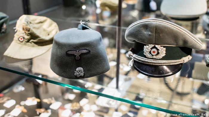 عدد من مقتنيات النازيين عرضت للبيع في مزاد علني بمدينة ميونيخ الألمانية