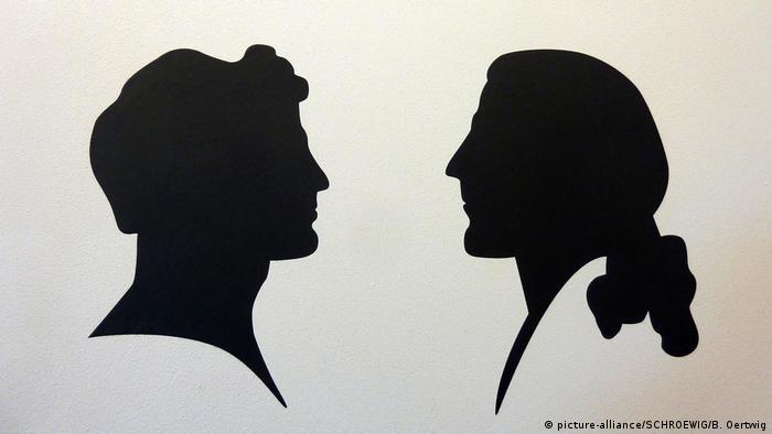 Scherenschnitt von Alexander (links) und Wilhelm von Humboldt (picture-alliance/SCHROEWIG/B. Oertwig)