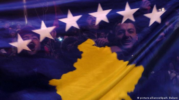 Kosovo | Ein Jahr Unabhängigkeit (picture-alliance/dpa/A. Babani)