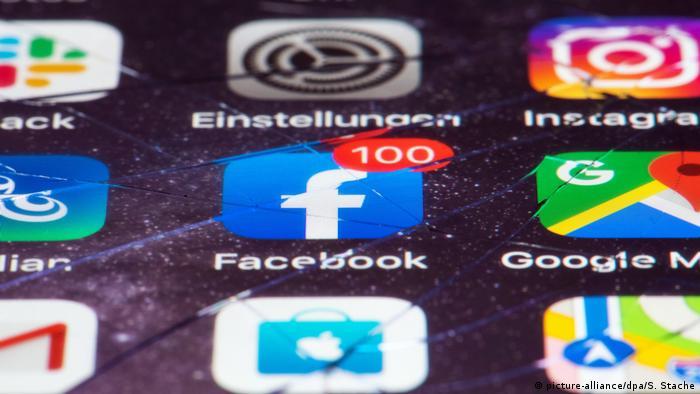 Symbolbild Apps Facebook und Google Anwendungen (picture-alliance/dpa/S. Stache)