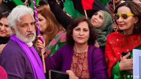 نعيم ميرزا أحد ابرز المدافعين عن حقوق المرأة في باكستان.