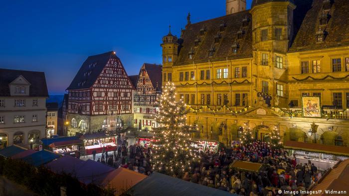 Deutschland Weihnachtsmarkt Rothenburg ob der Tauber (Imago Images/P. Widmann)